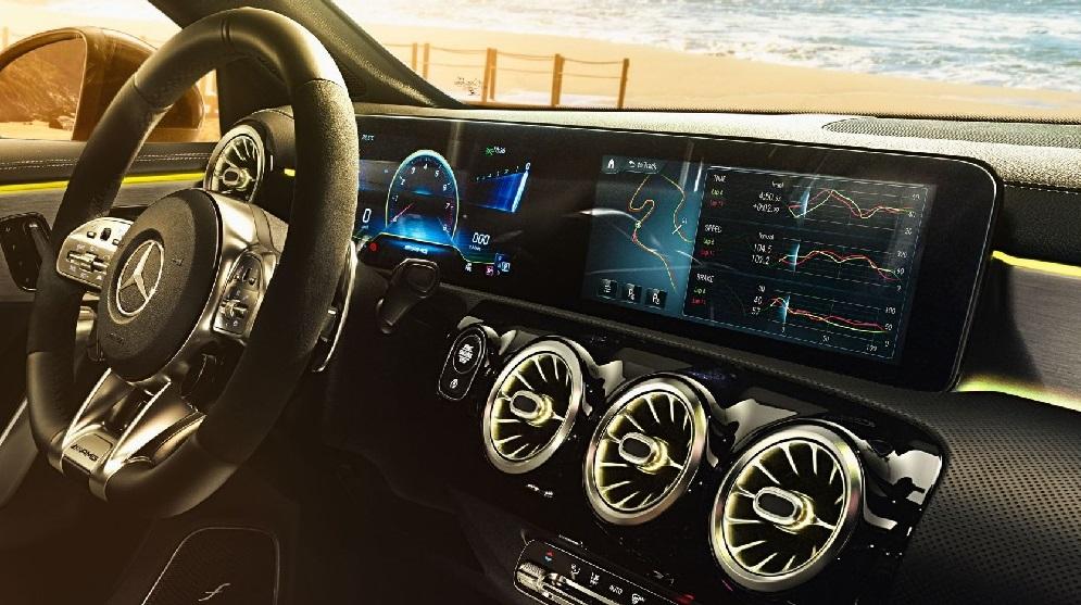 Mercedes AMG A35 wnętrze